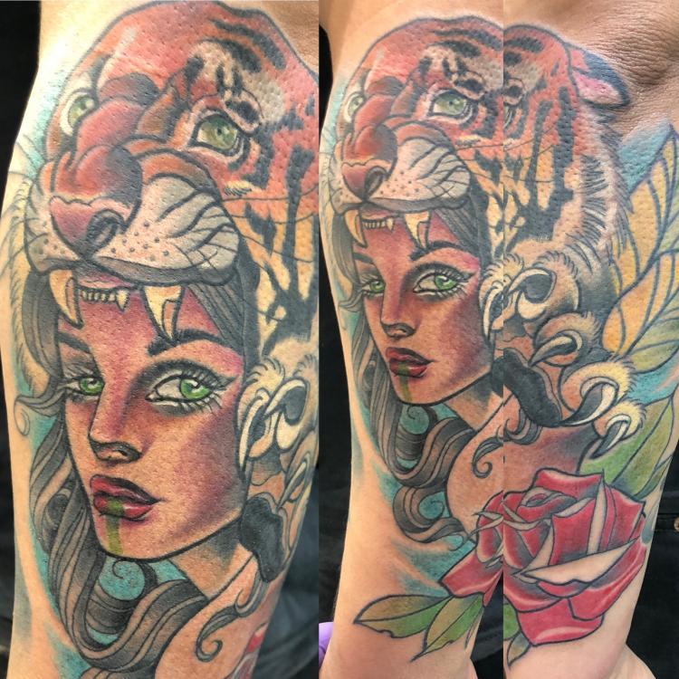 Mujer y tigre  tatuaje realizado por Edgar Constantino flores (Tino)