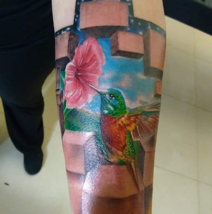 Colibrí  tatuaje realizado por Richards Ávila