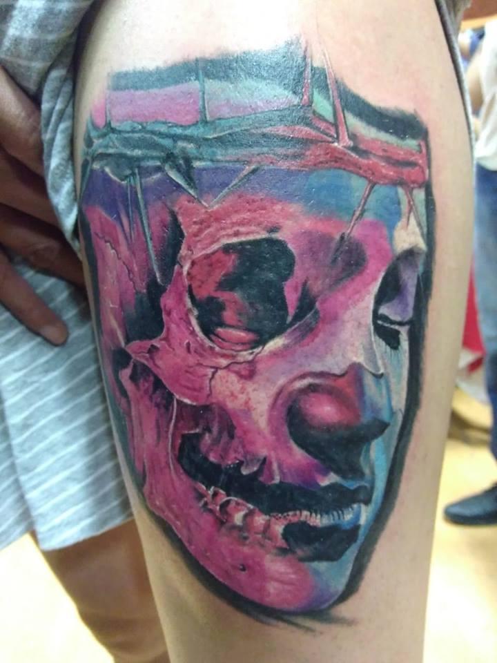 Rostro y craneo  tatuaje realizado por Richards Ávila