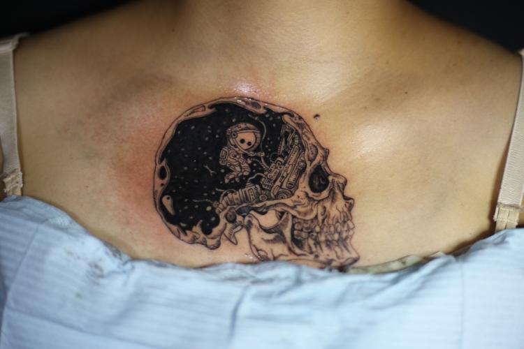 craneo tatuaje realizado por Old Gangsters Tattoo Shop