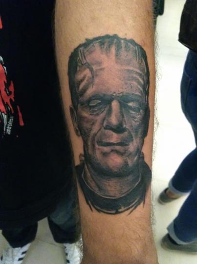 Frankenstein tatuaje realizado por Richards Ávila