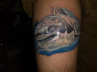 Tiburón  tatuaje realizado por Richards Ávila
