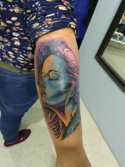 Retrato mujer  tatuaje realizado por Richards Ávila
