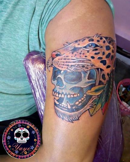 Guerrero jaguar tatuaje realizado por Yayi Yelitza