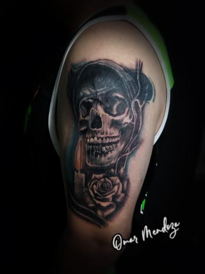 Muerte  tatuaje realizado por Omar Mendoza
