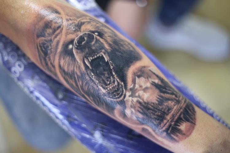 OSO tatuaje realizado por Old Gangsters Tattoo Shop