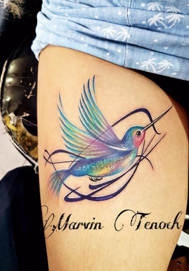 Colibrí en la pantorrilla tatuaje realizado por Marvin Estudi Tenochtitlan