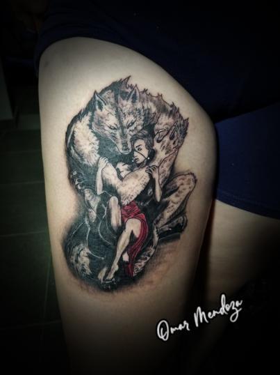Lobo protector  tatuaje realizado por Omar Mendoza