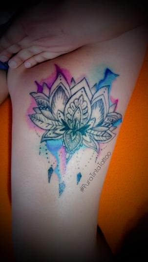 loto color tatuaje realizado por Jonathan Aguirre