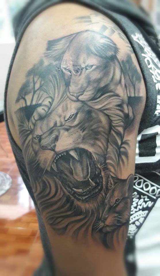 Padre e hijo tatuaje realizado por Chilatown Custom Desing