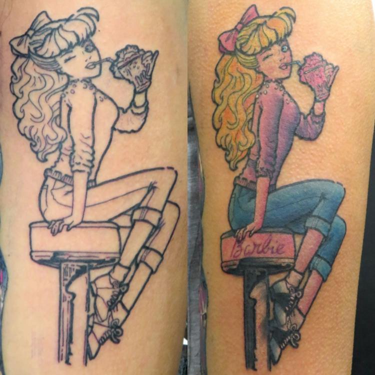Barbie tatuaje realizado por Totentanz Cabral