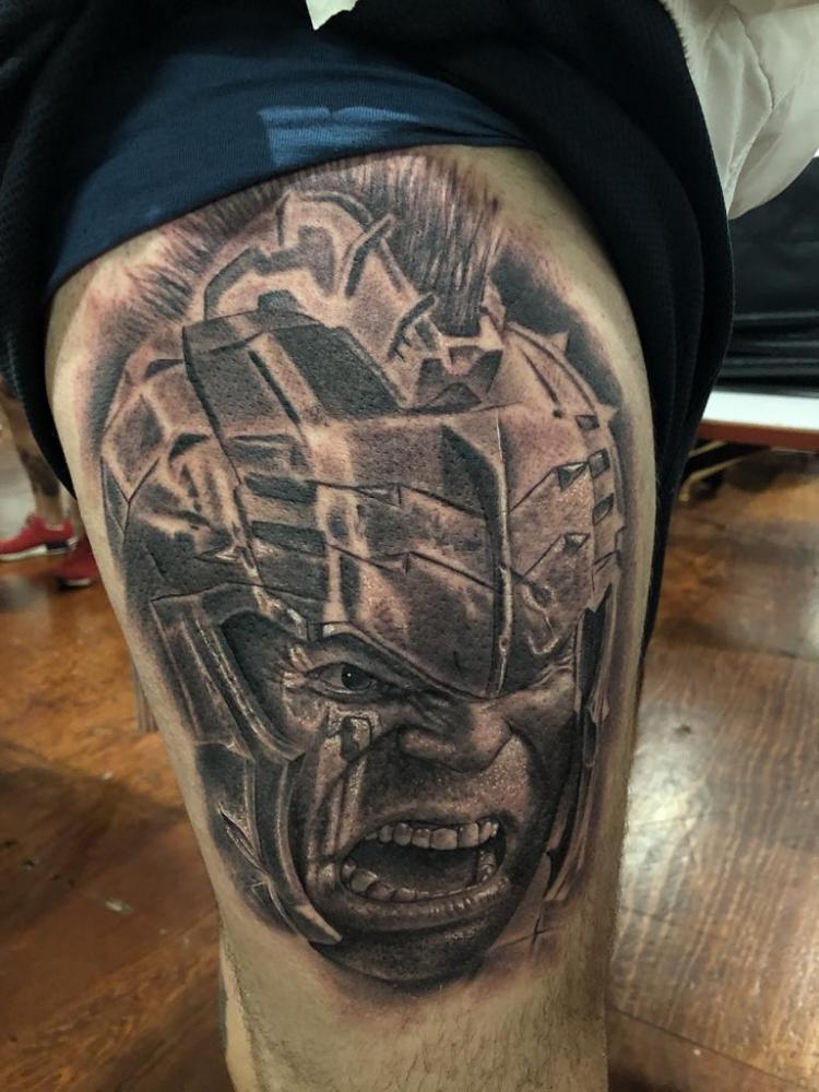 Hulk tatuaje realizado por Angel Ruiz (Hard Core)