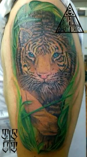 Tigre a color tatuaje realizado por Chilatown Custom Desing