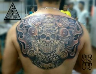 Prehispanico tatuaje realizado por Chilatown Custom Desing