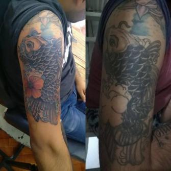 Pez Koi tatuaje realizado por Chilatown Custom Desing