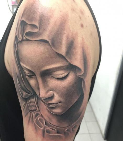 Virgen  tatuaje realizado por Angel Ruiz (Hard Core)