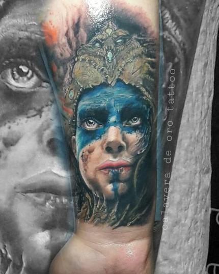 MUJER CELTA tatuaje realizado por Old Gangsters Tattoo Shop