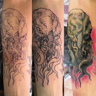 Cthulhu tatuaje realizado por Totentanz Cabral