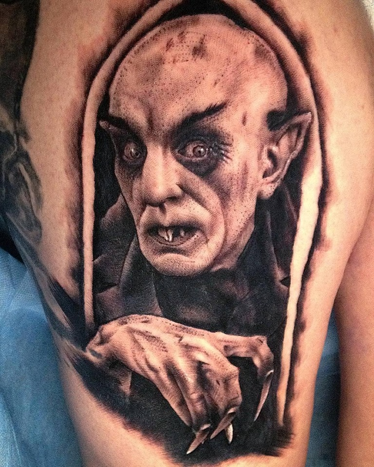 Nosferatu tatuaje realizado por Viernes13 Tattoo Collective
