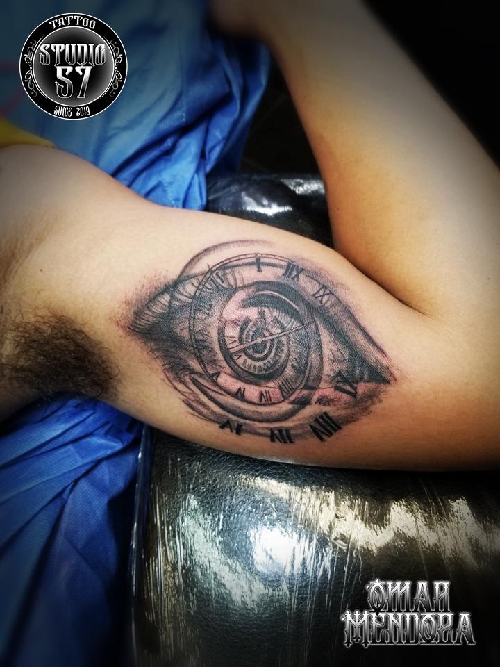 Ojo  tatuaje realizado por Omar Mendoza
