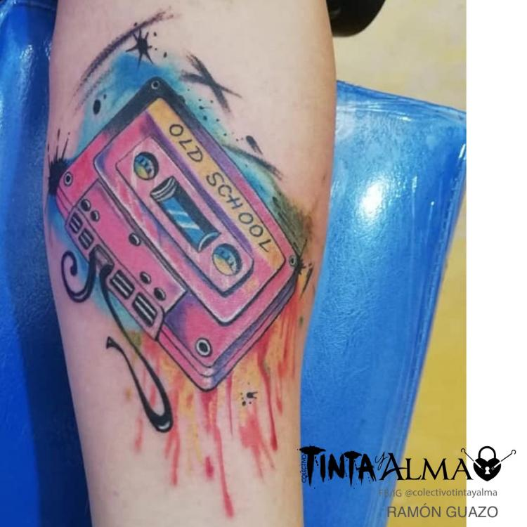Casete tatuaje realizado por Tinta y Alma
