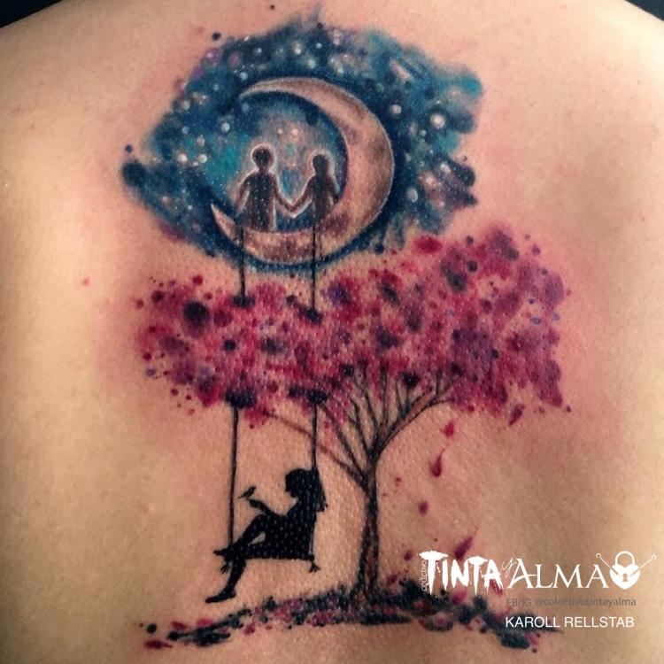 Niños en la luna, espalda tatuaje realizado por Karoll Rellstab