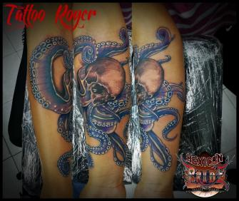 craneo pulpo tatuaje realizado por Roberto Girón