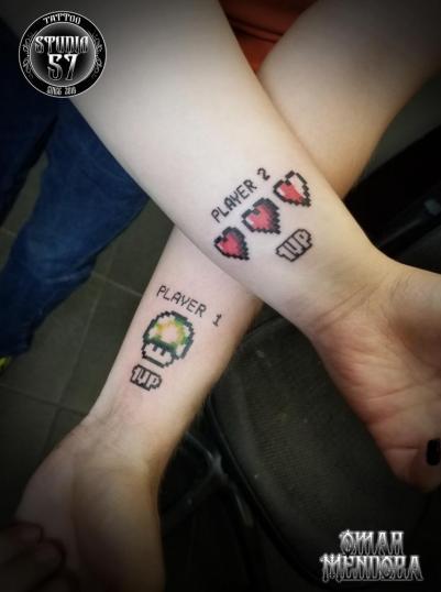 Player 1 y 2  tatuaje realizado por Omar Mendoza