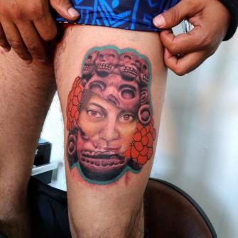 Fragmentacion del corazón tatuaje realizado por Carlos Koyote Ramirez