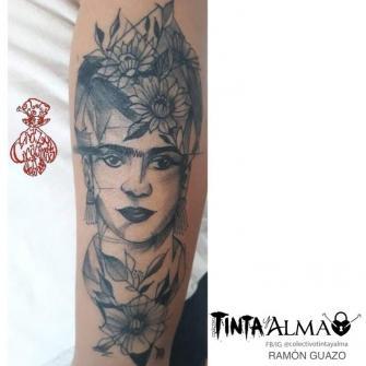 Retrato mujer Blackwork tatuaje realizado por Ramón Guazo