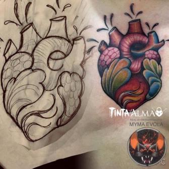 Corazón neotradicional tatuaje realizado por Tinta y Alma