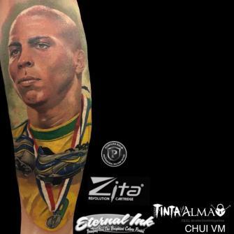 Ronaldo tatuaje realizado por Tinta y Alma