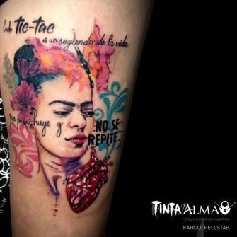 Frida Kahlo tatuaje realizado por Karoll Rellstab