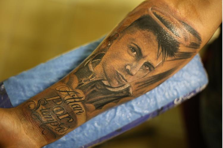 RETRATO FAMILIA tatuaje realizado por Old Gangsters Tattoo Shop