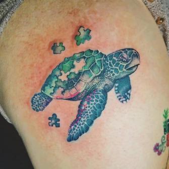 Tortuga Rompecabezas tatuaje realizado por Ruth Winchester