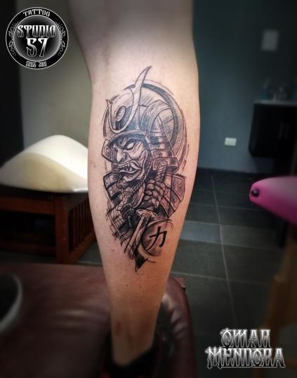Samuray  ( Fuerza )  tatuaje realizado por Omar Mendoza