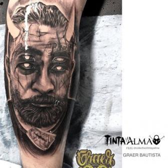 Rostro demonio tatuaje realizado por Graer Bautista