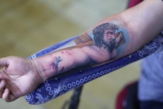 CRISTO EN ANTEBRAZO tatuaje realizado por Old Gangsters Tattoo Shop