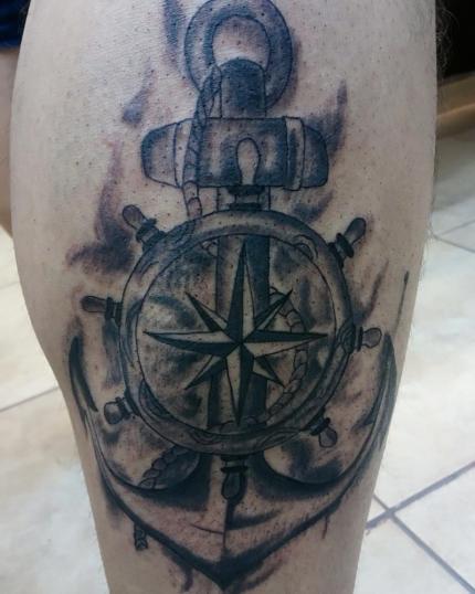 Ancla tatuaje realizado por Jonathan Aguirre