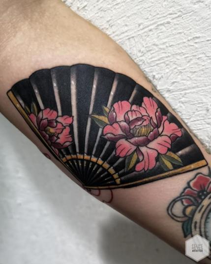abanico (diseño propio)  tatuaje realizado por Felipe Reyes