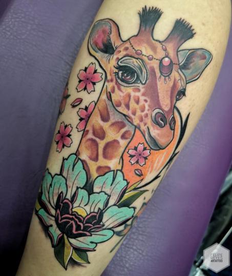 jirafa (diseño propio)  tatuaje realizado por Felipe Reyes
