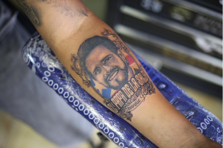 RETRATO FRANKIE RUIZ  tatuaje realizado por Old Gangsters Tattoo Shop