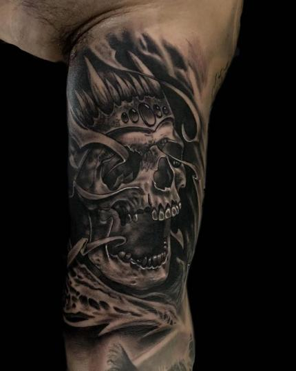 King ???? tatuaje realizado por Angel Ruiz (Hard Core)