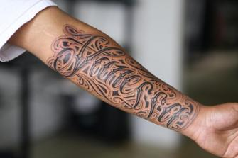 LETTERING ANTEBRAZO tatuaje realizado por Old Gangsters Tattoo Shop