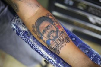 RETRATO FRANKIE RUIZ  tatuaje realizado por Old Gangsters Tattoo Shop