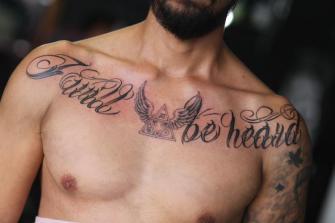 LETTERING PECHO tatuaje realizado por Old Gangsters Tattoo Shop