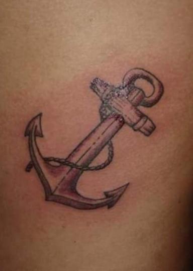 Ancla naval tatuaje realizado por El Dragón Tattoo Studio
