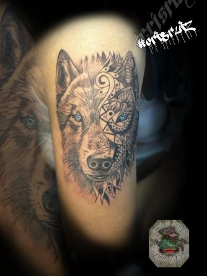 Lobo mandala  tatuaje realizado por Cristhian Ruiz