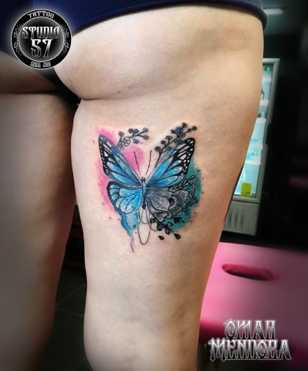 Mariposa  tatuaje realizado por Omar Mendoza