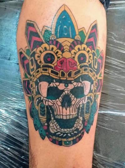 Neotradicional tatuaje realizado por RED SKY TATUAJES Y DELINEADOS
